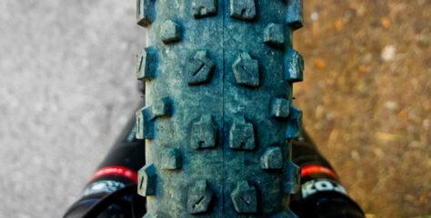 Mountaibikedæk sidder skævt og ujævnt – sådan løser du det